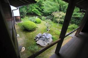 西寿寺 水琴 上から